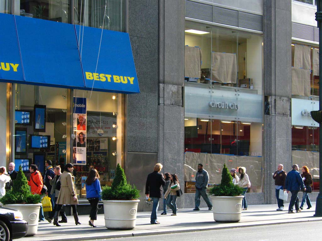 a comparison of the stores best buy and circuit city
